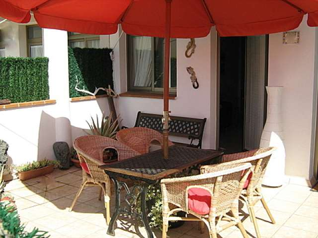 Sun drenched, private patio garden. - Casa Lisa Apartment, El Cotillo, Fuerteventura